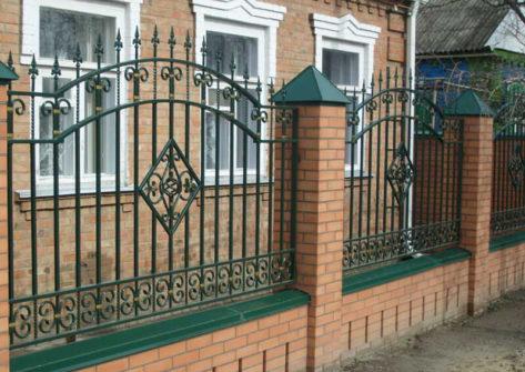 кирпичный забор с ковкой в Иваново